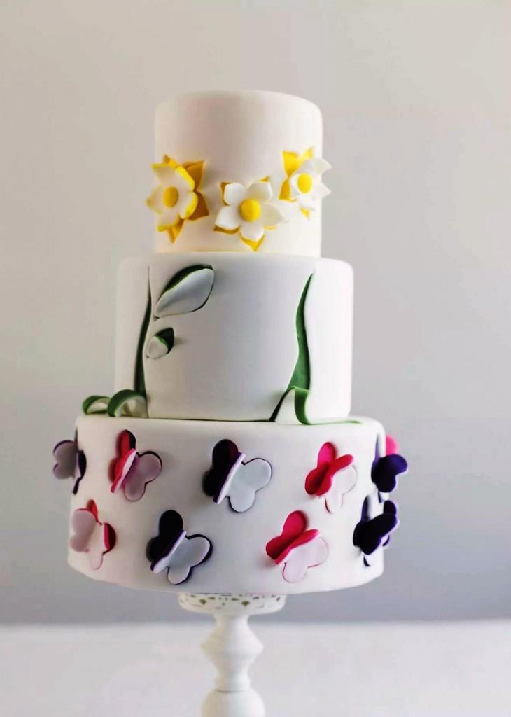 come decorare una torta con fiori e farfalle