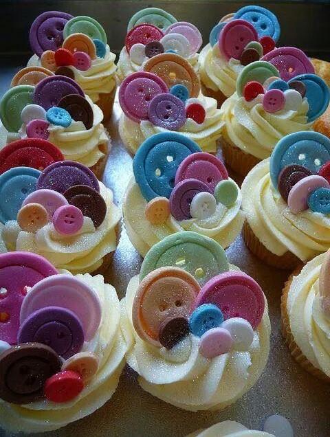 La settimana creativa. Decorare cupcake con bottoncini in pasta di zucchero