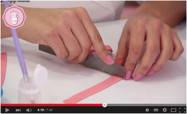 Video Tutorial. Creare un bellissimo biscotto decorato in pasta di zucchero