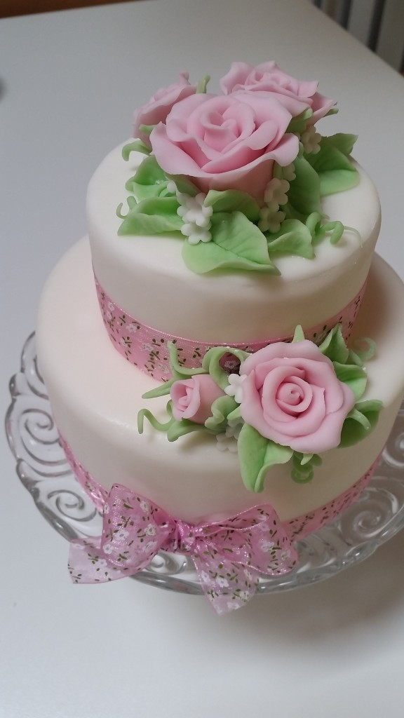 come fare rose in pasta zucchero per torta