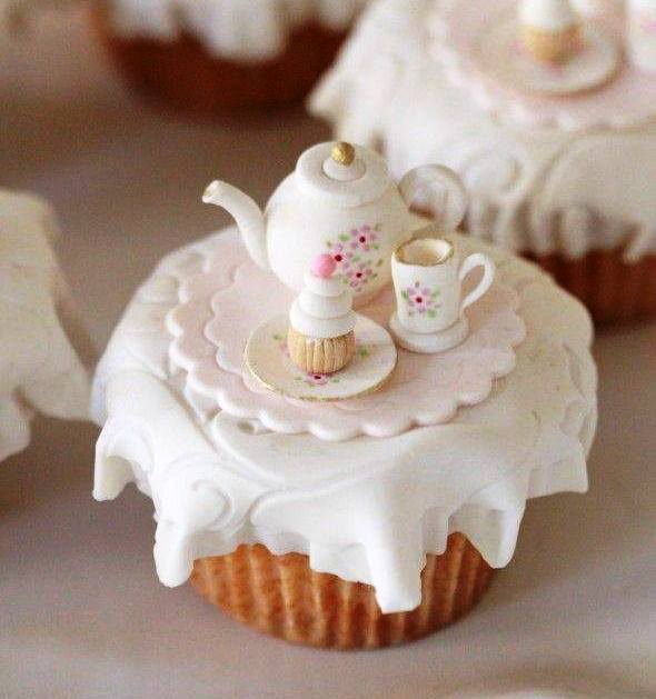 decorare cupcake con teiera e tazzina in pasta zucchero